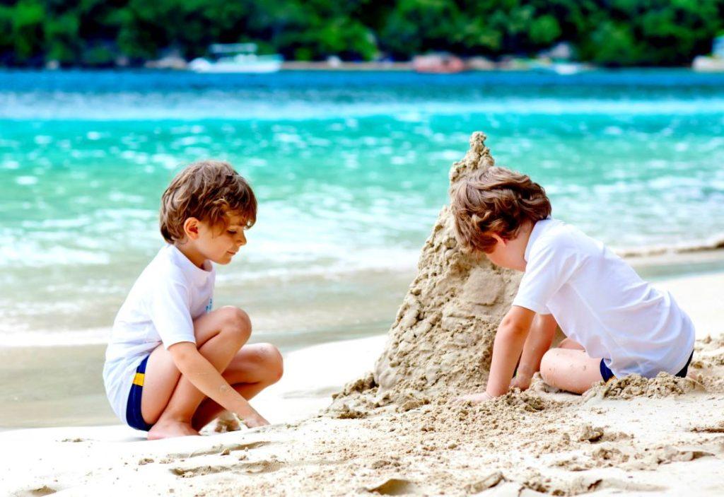 Семейный пляжный отдых с детьми на море