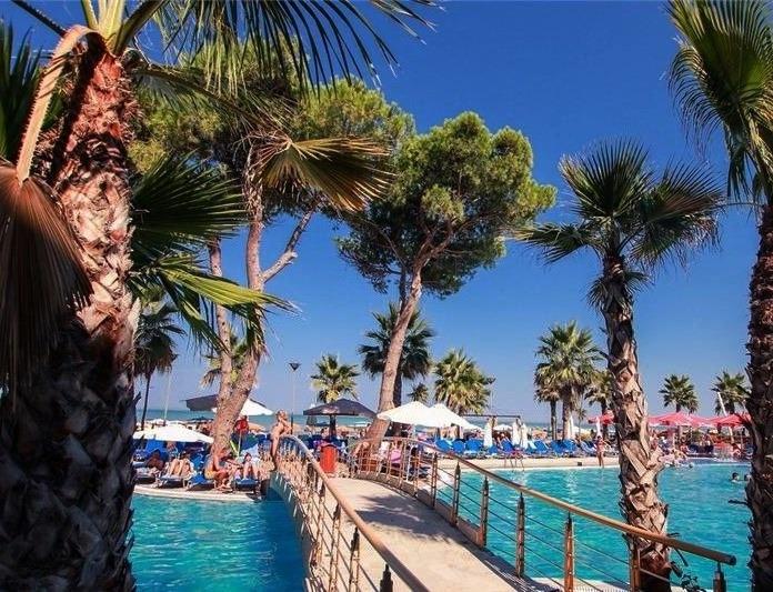 Курорт Дуррес Албания пляж бассейн море