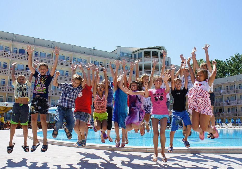 Отдых в лагере Болгарии летом на море